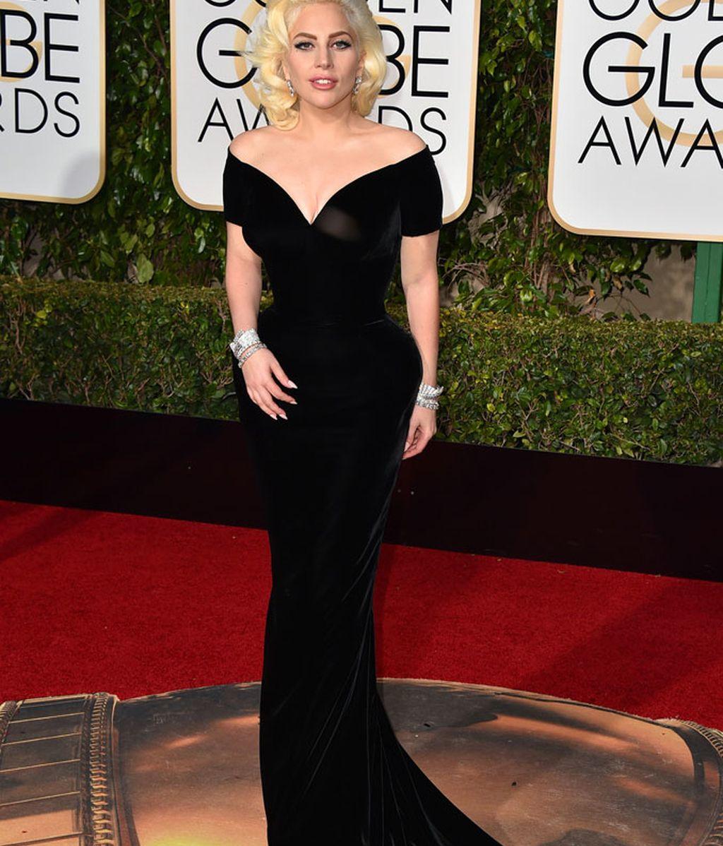Lady Gaga vestida de Versace