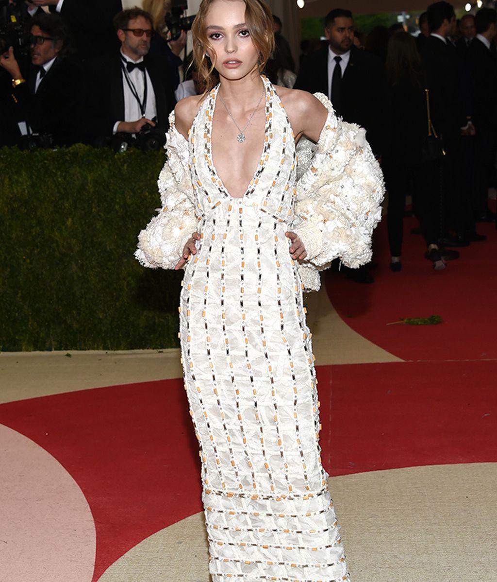 Lily Rose Depp vestida de Chanel