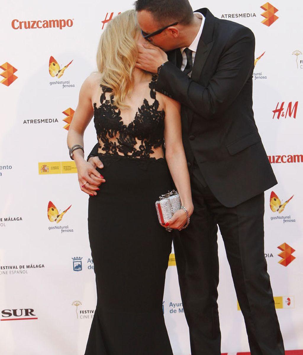 Risto Mejide y la actriz Carla Nieto, protagonistas de un beso en la alfombra roja