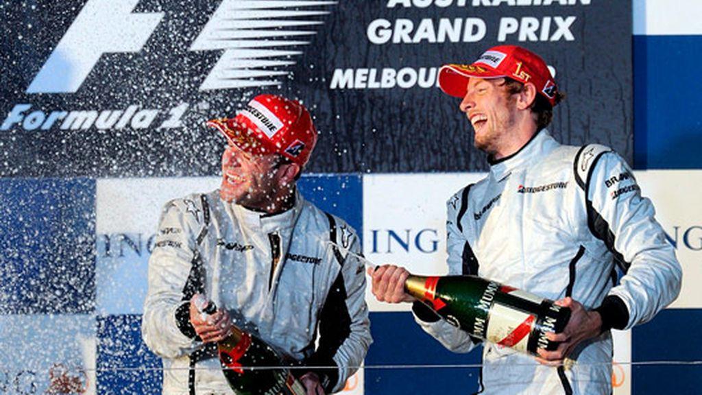 Button celebra la victoria junto con Barrichello