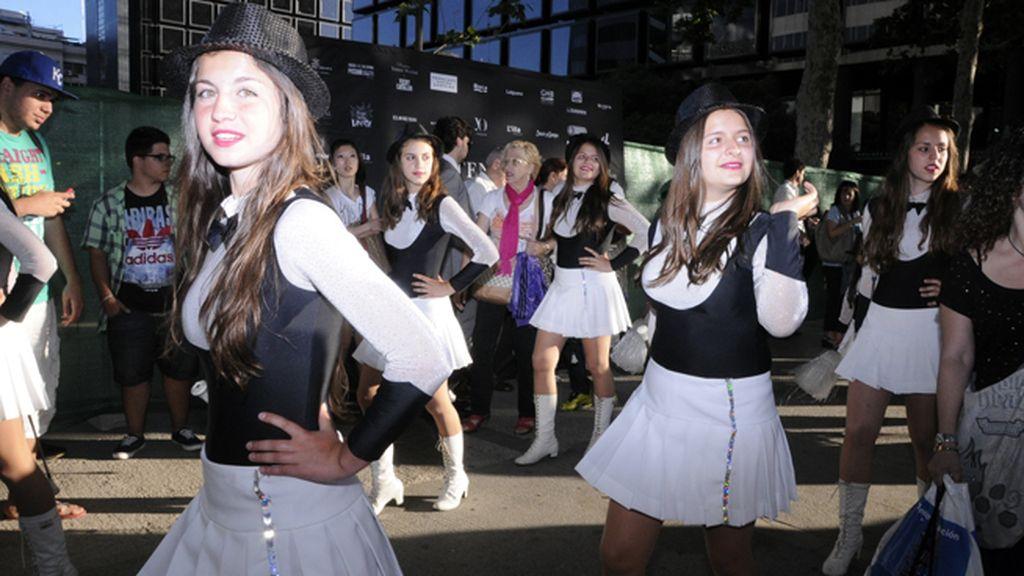 Las majorettes hicieron una aparición estelar en la Shopping Night Intenz Diagonal