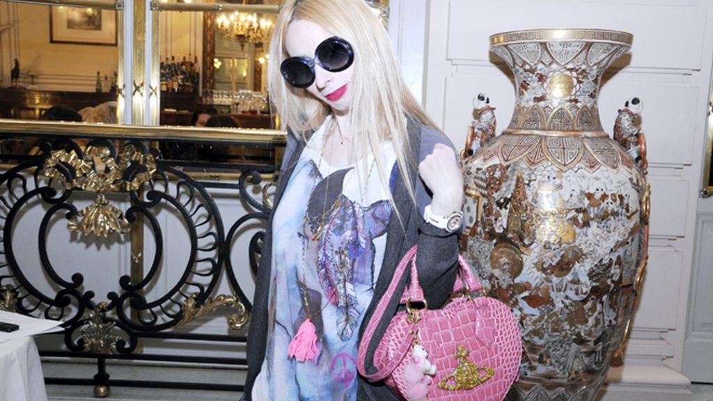 Lolita vuelve a Marbella emocionada por el recuerdo de su madre