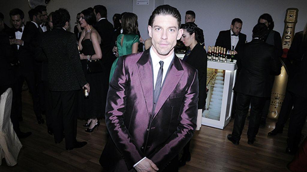Adrián Lastra apareció así de elegante con este esmoquin de Dolce & Gabbana