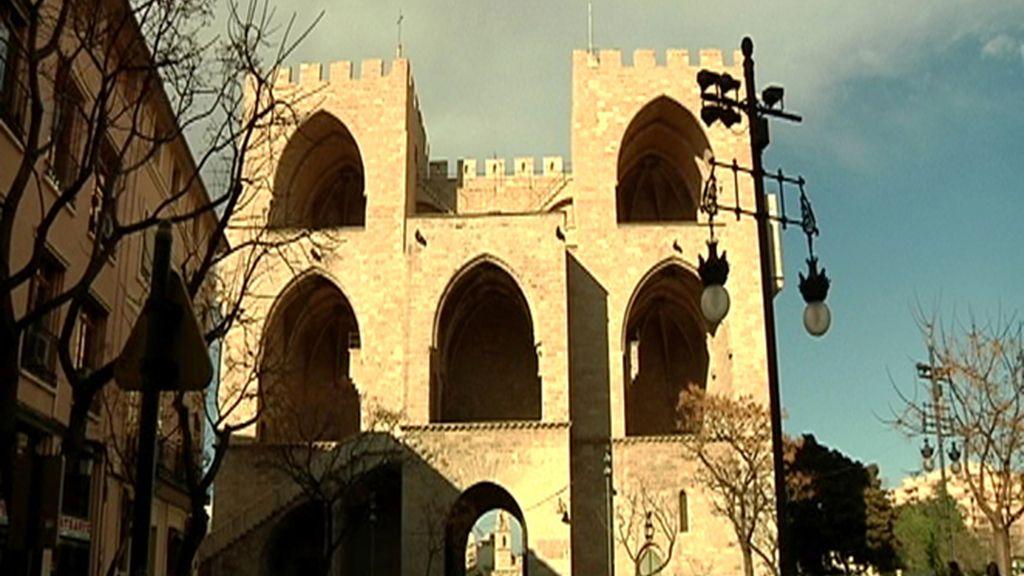 Una de las puertas de la muralla que rodea el Carmen