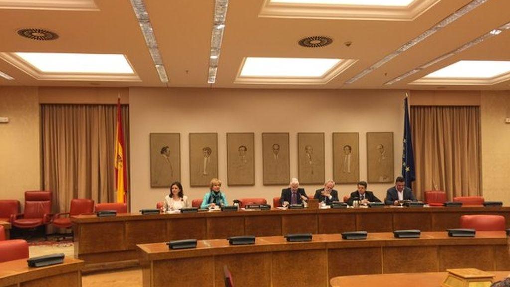 El ministro Morenés planta a la Comisión de Defensa