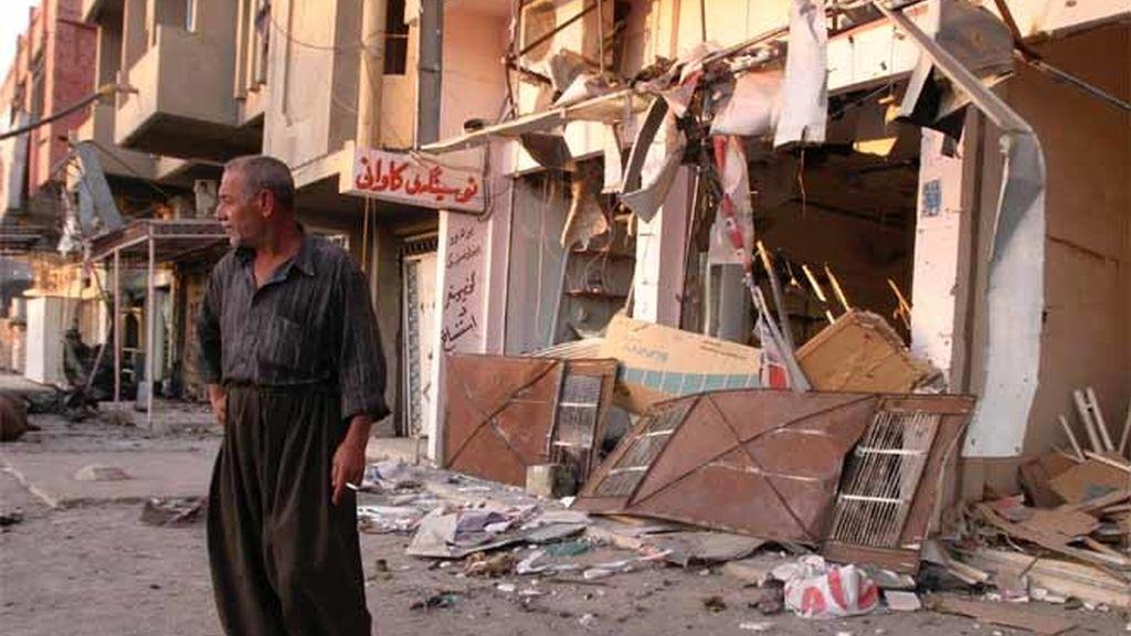 Destrozos de un atentado bomba en Kirkut, otra zona kurda de Irak