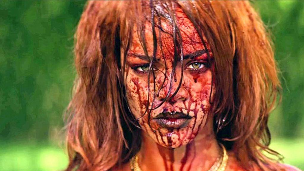 Rihanna, desnuda y bañada en sangre en su nuevo videoclip