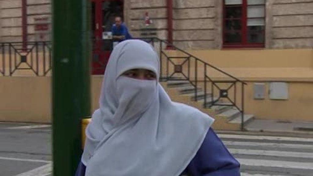 Tarragona y Barcelona también prohíben el uso del 'burka' en espacios públicos