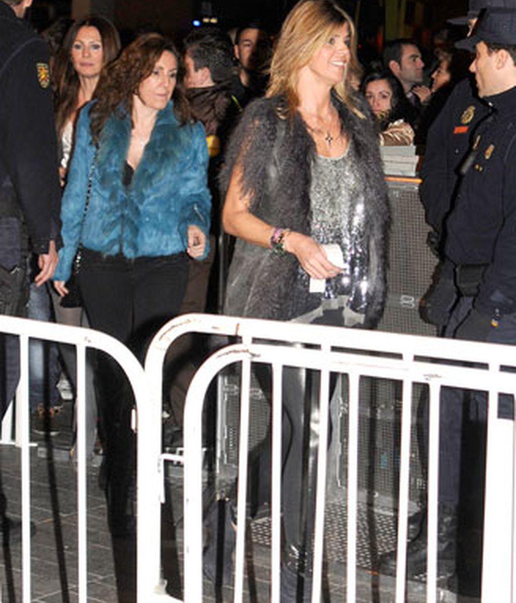 Los famosos se reúnen en torno a Lady Gaga