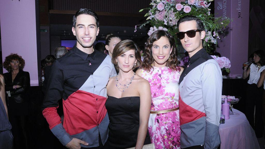 Junto a Alejandra Martos y Toni Acosta vestidos con camisas de Modas Cabezón