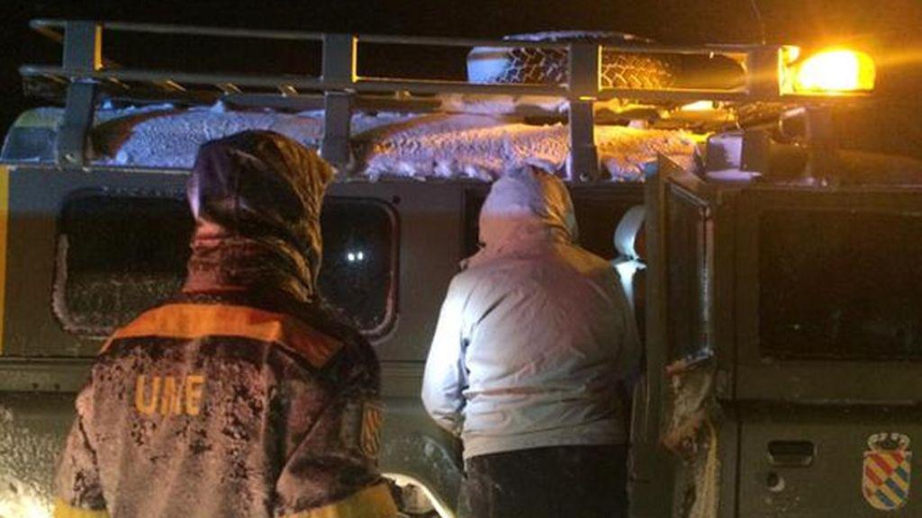 La UME rescata a centenares de personas en la A-67