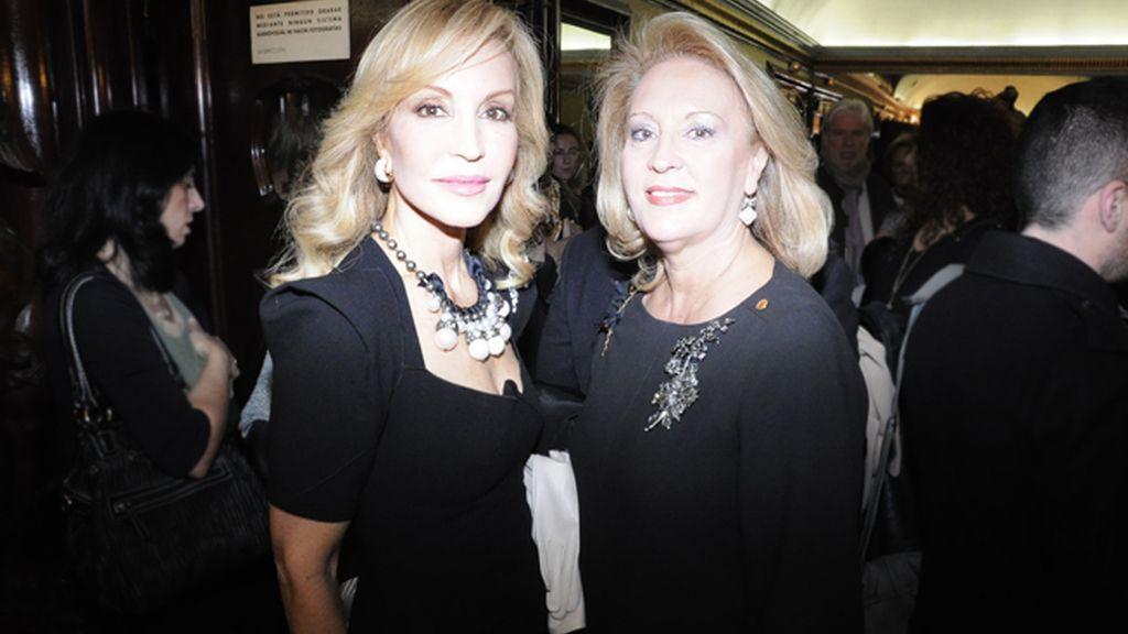 """Carmen Lomana y su hermana María José, dos elegantísimas damas en el estreno de """"Sofocos"""""""
