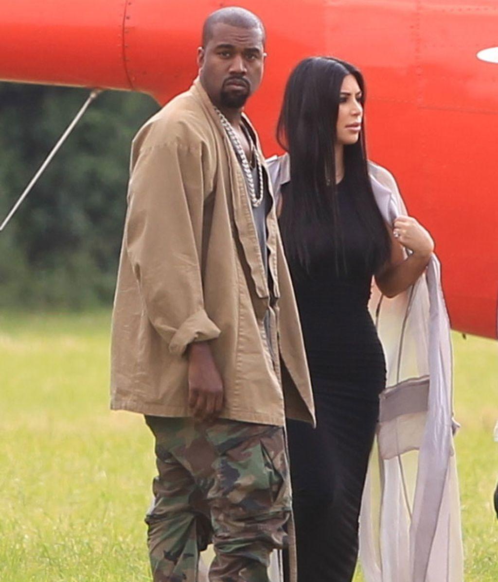 Kim Kardashian y Kanye West llegaron a Glastonbury en helicóptero