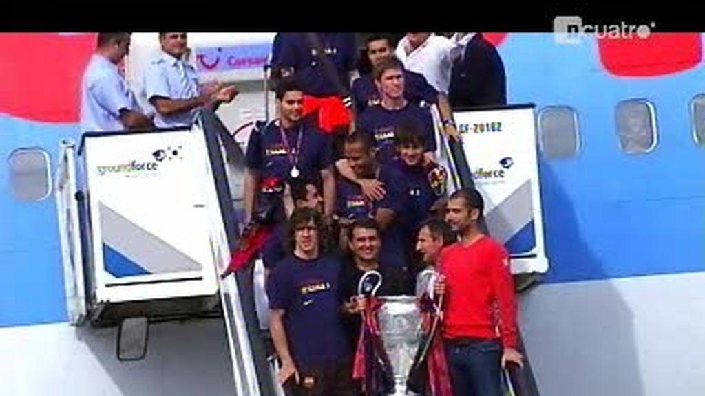 Una bienvenida muy particular en el avión del Barcelona