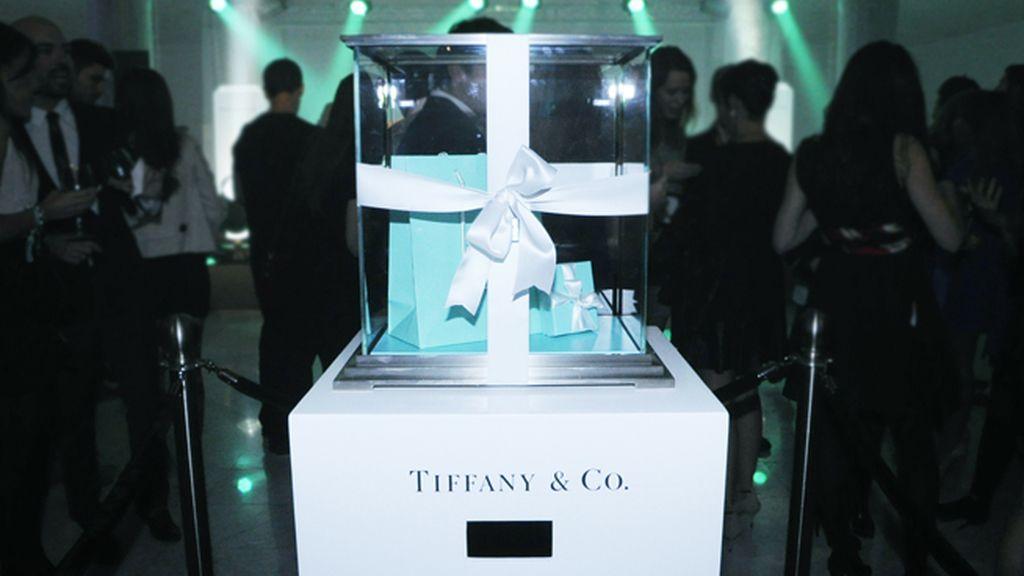 Los invitados recibieron una llave con la que podían probar suerte y abrir esta urna llena de regalos de Tiffany´s