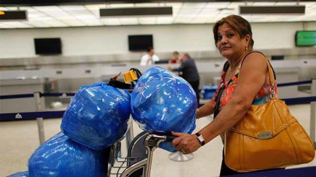 Una cubana-americana viaja a Cuba desde el aeropuerto de Florida