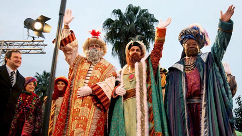 La Cabalgata de Reyes de Barcelona cambia el sistema de reparto de caramelos por seguridad