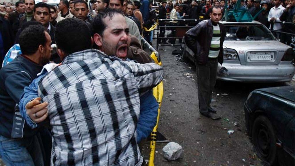 21 muertos al estallar una bomba frente a una iglesia de Alejandría