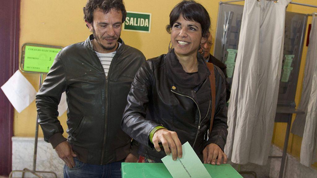 Teresa Rodríguez de Podemos vota por el cambio en Andalucía