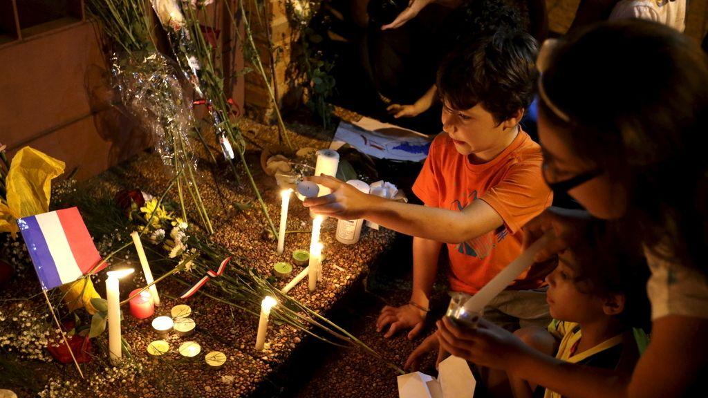 Paraguay rinde homenaje a las víctimas frente a su embajada