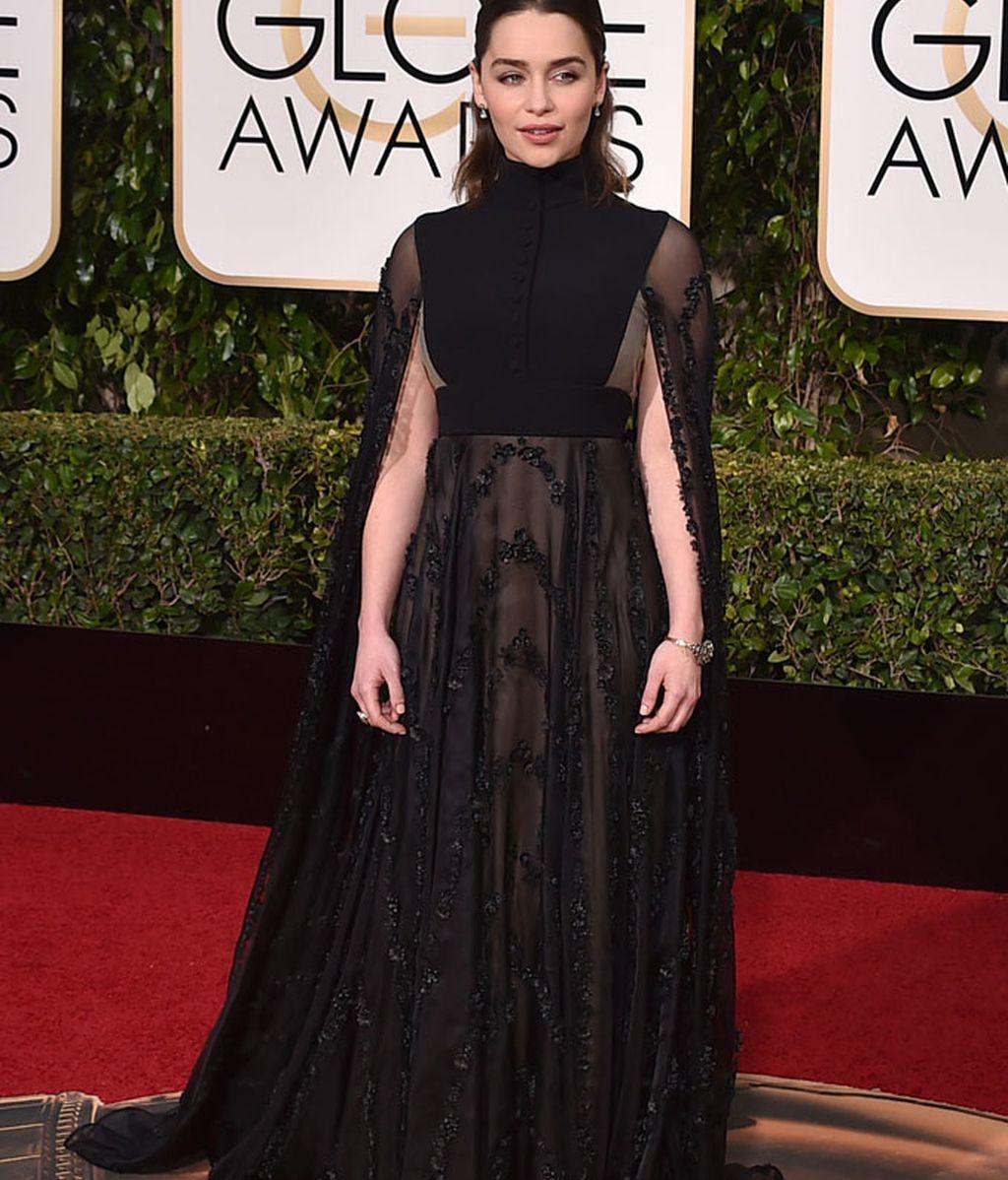 Emilia Clarke vestida de Valentino