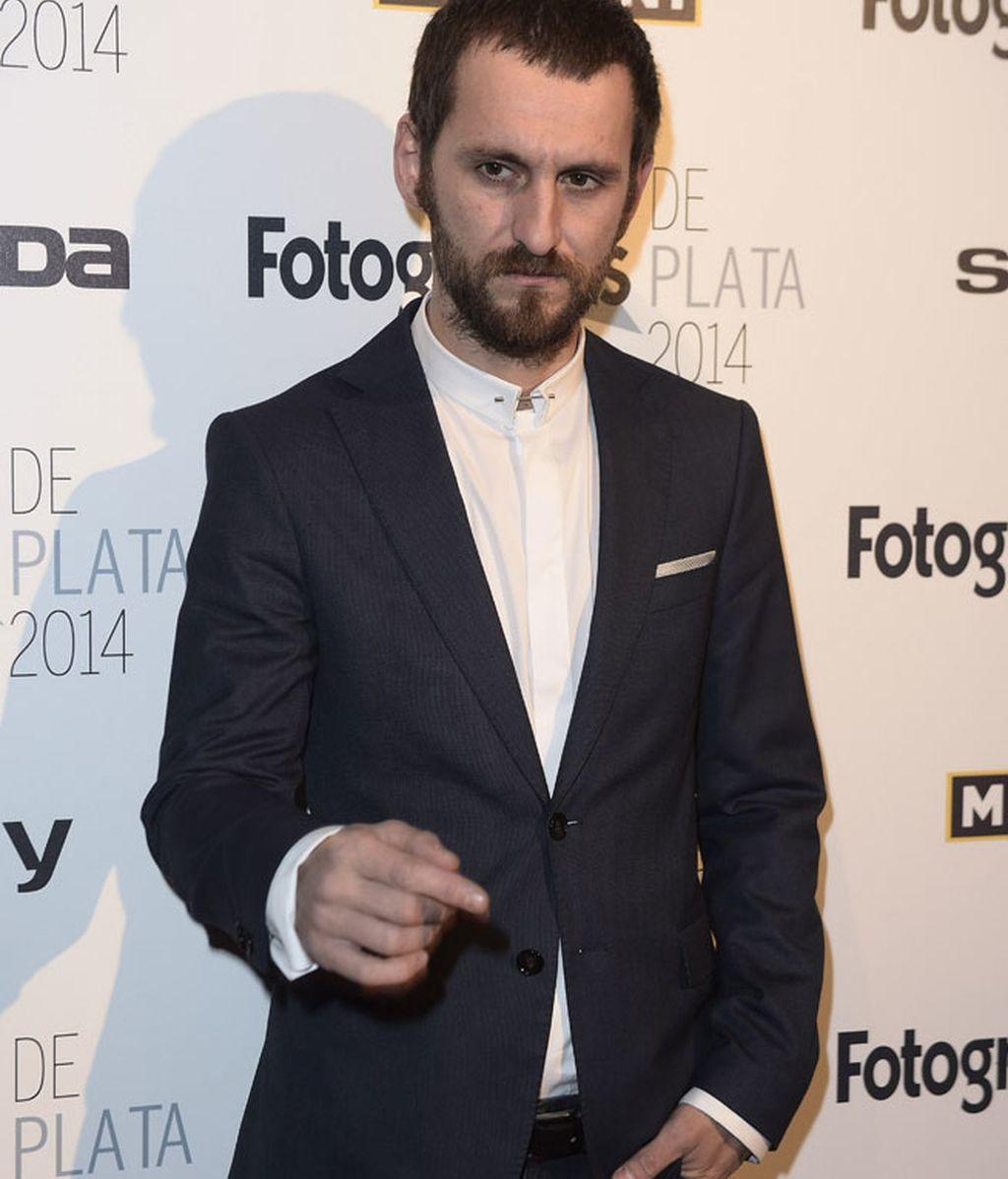 Raúl Arévalo, con traje de chaqueta y semblante serio