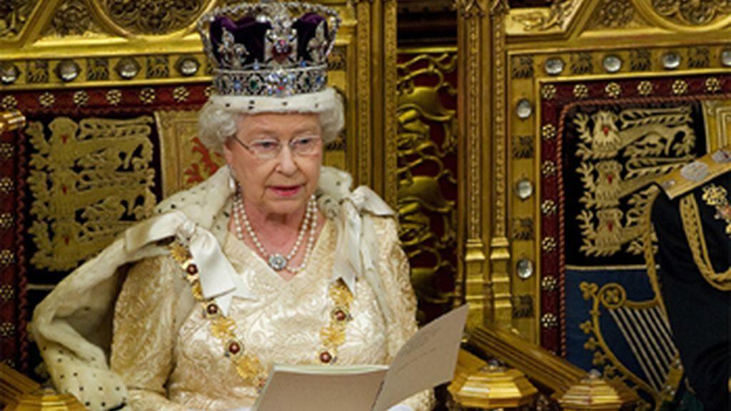 La Reina Isabel II inaugura el Parlamento británico