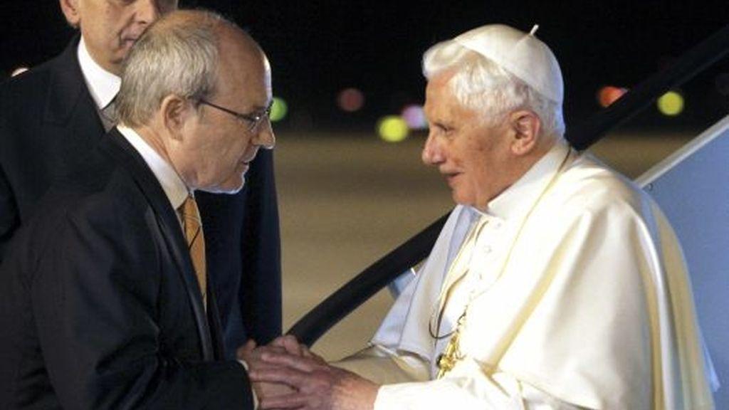 José Montilla recibe al Papa en Barcelona