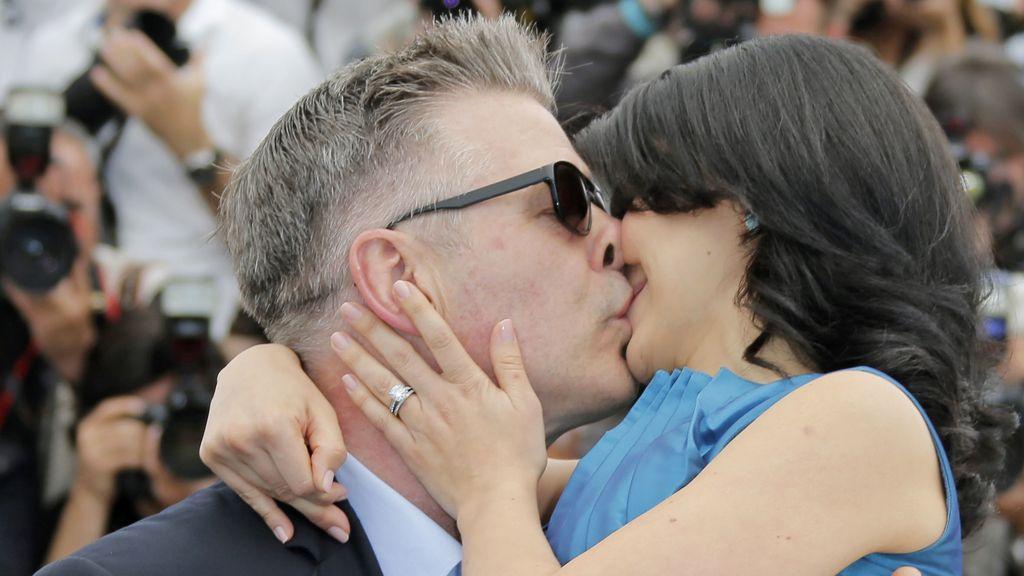 Alec Baldwin y su mujer, como recién casados