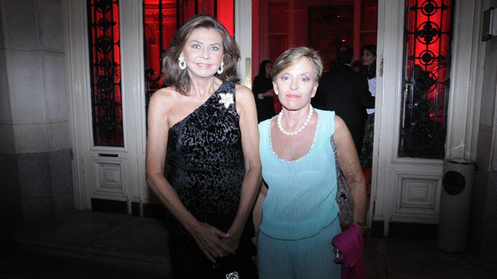 Marisa de Borbón junto a la periodista María Eugenia Yagüe