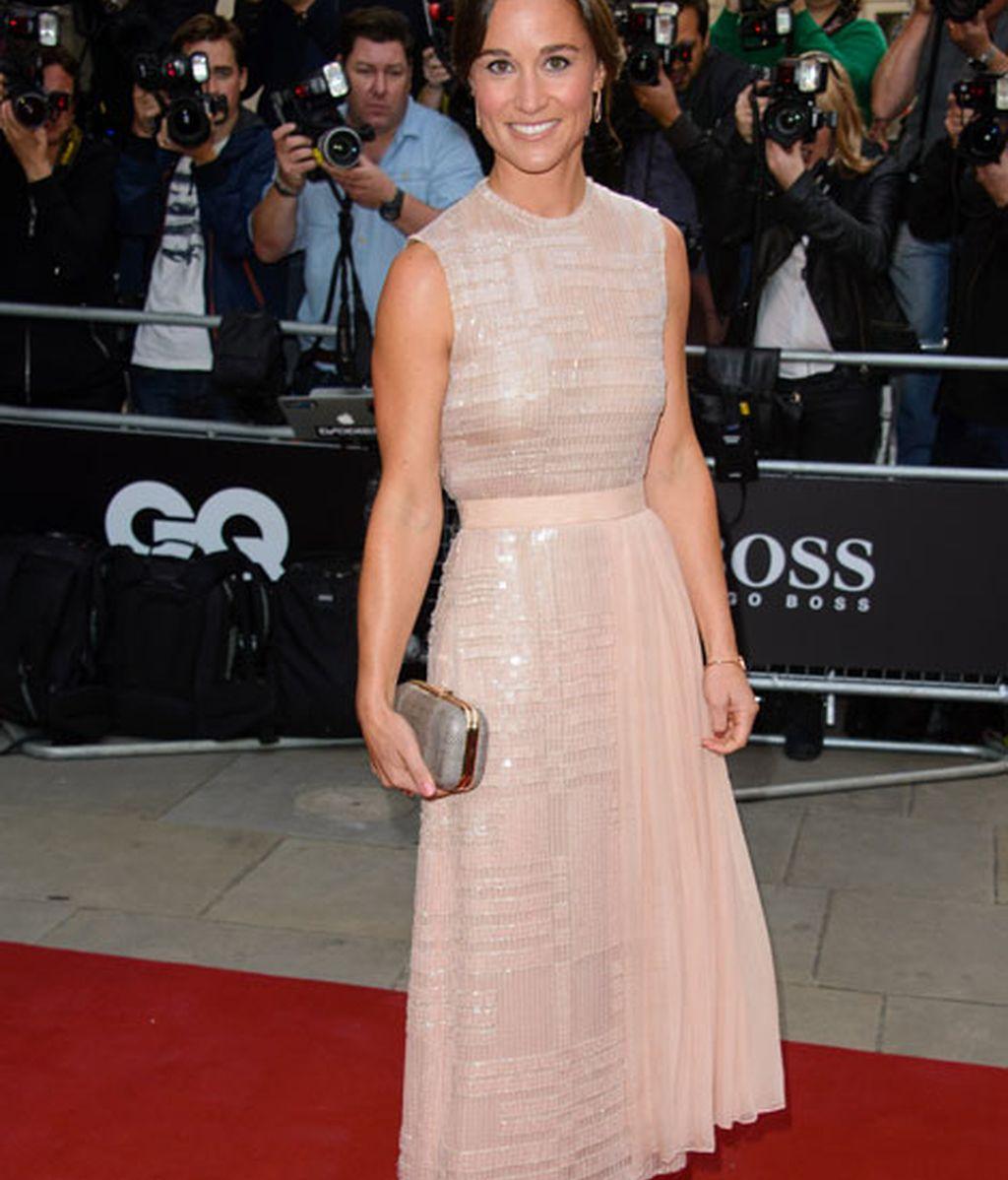 Pippa Middleton con vestido rosa palo de Boss