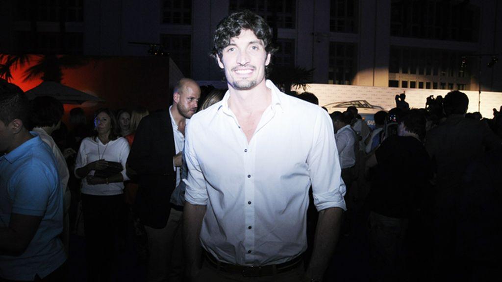 El ex nadador Felipe López no quiso perderse la fiesta playera que organizó Bombay Sapphire en pleno Madrid