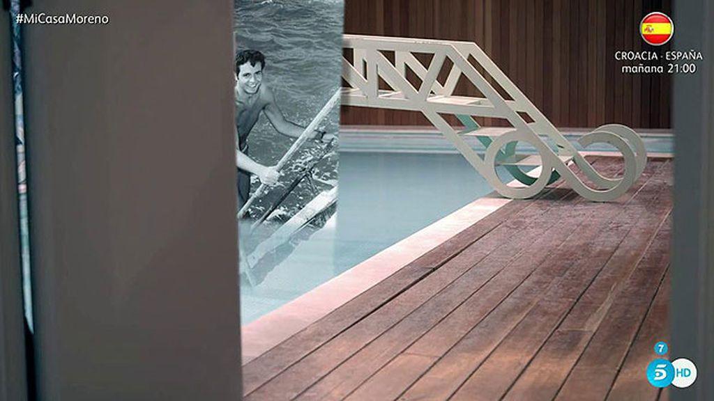 ¡La piscina climatizada tiene hasta un puente!