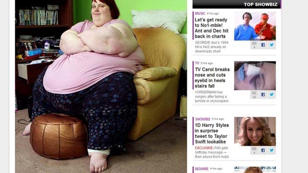 Una adolescente de 300 kilos, atrapada en su sofá