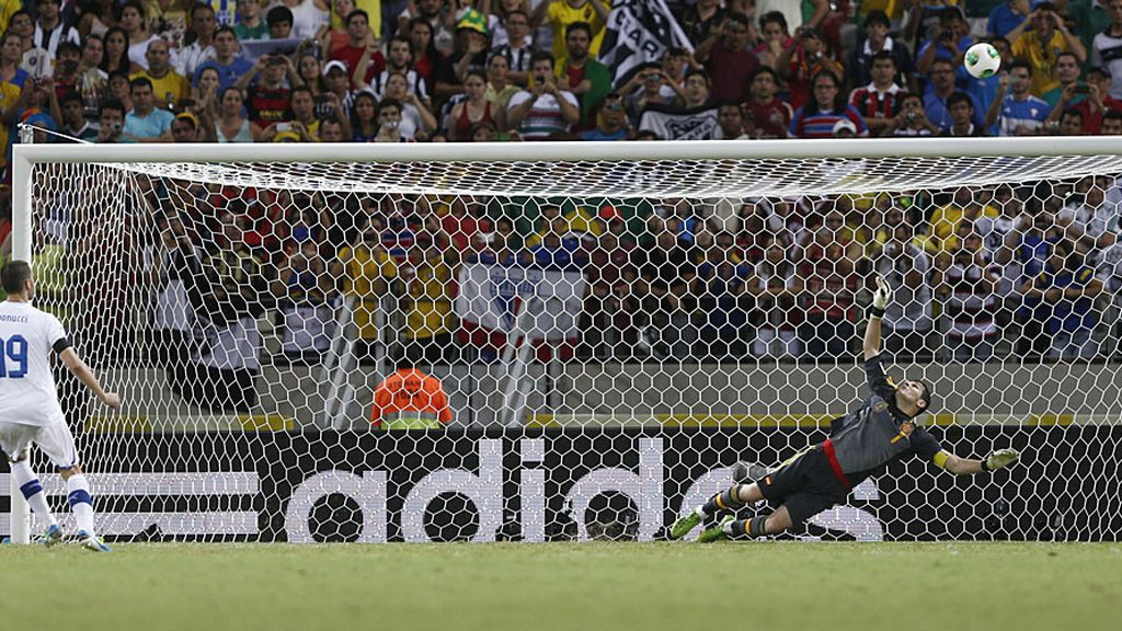 Bonucci falla el séptimo penalti de Italia