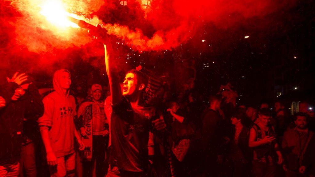 Los aficionados del Barça celebran el triunfo