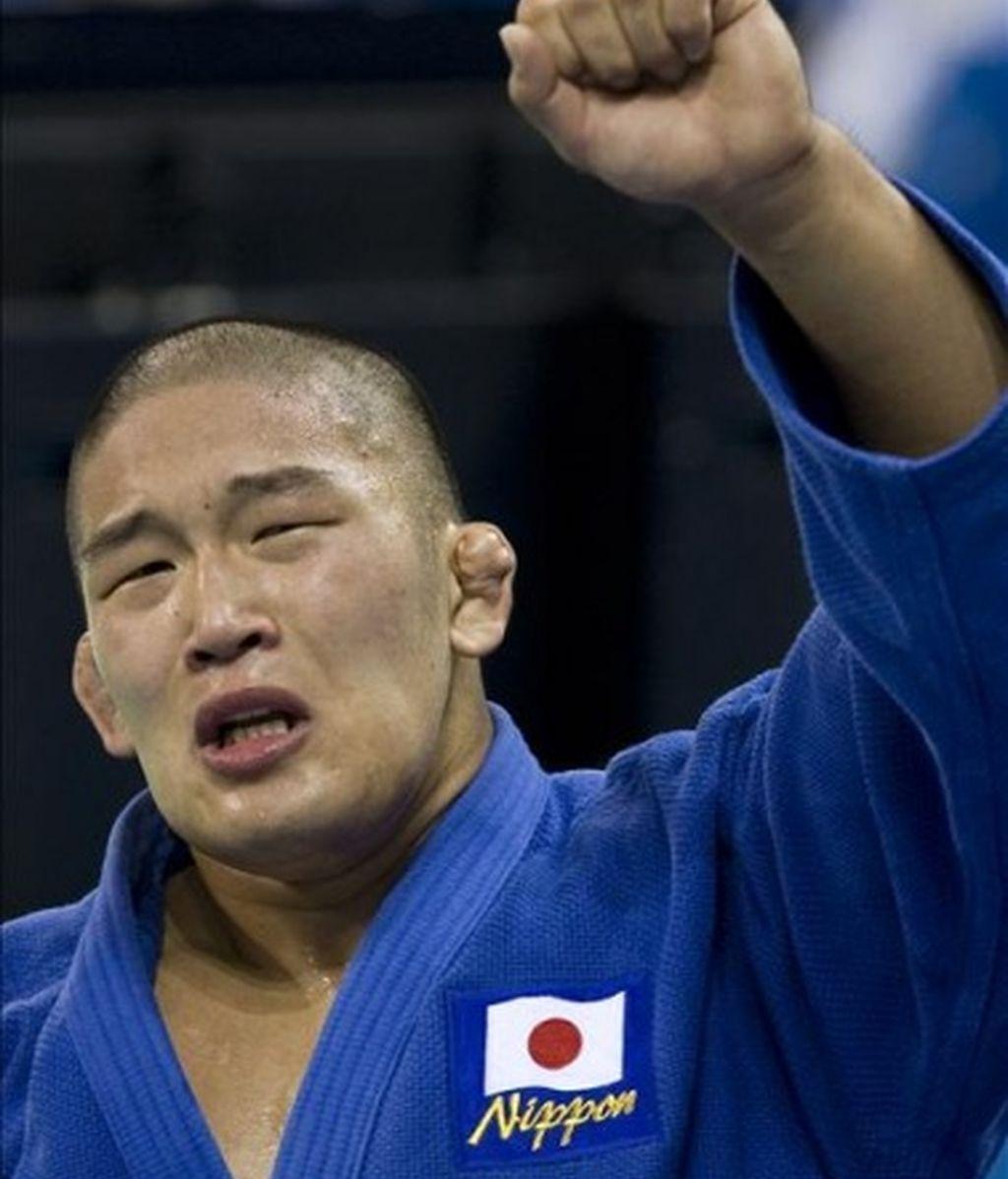 El japonés de 21 años Satoshi Ishii sorprendió al ganar el oro en la categoría de + 100 kilos.