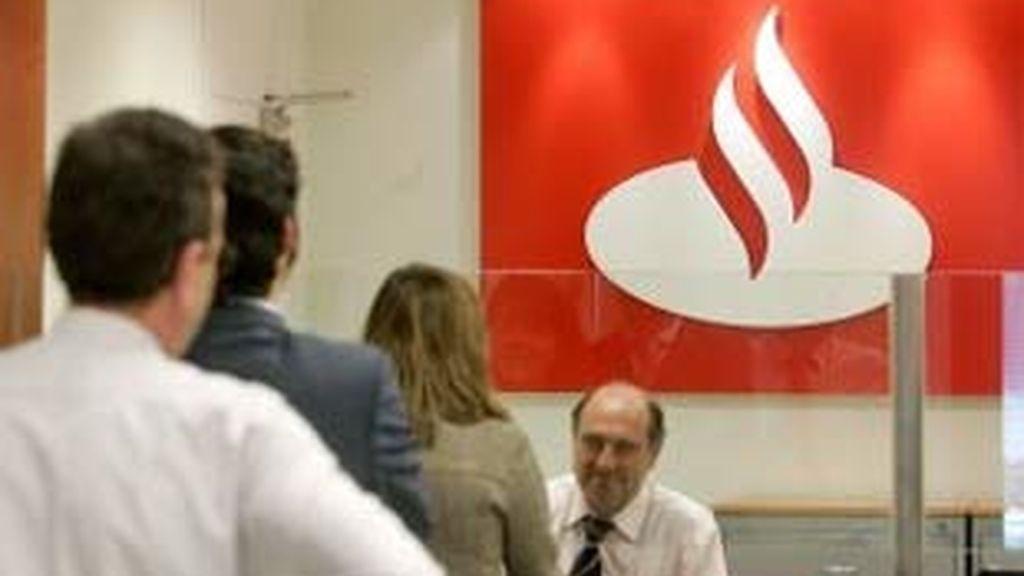 El Santander ha anunciado que obtuvo un beneficio neto atribuido de 8.876 millones de euros en 2008. Foto. EFE.