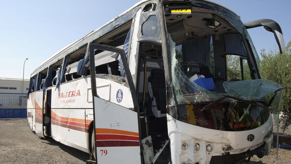 Una colisión entre dos turismos y un autobús en Manzanares se salda con 53 heridos