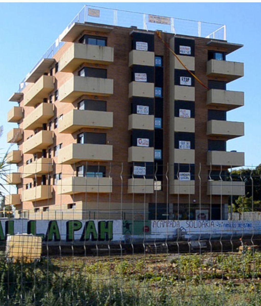 Bloque de viviendas del SAREB ocupado por un grupo de familias sin casa
