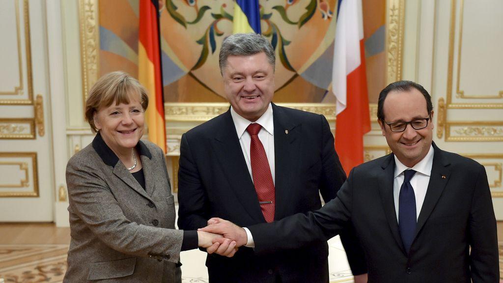 Merkel y Hollande buscan viajan a Moscú tras reunirse con Poroshenko