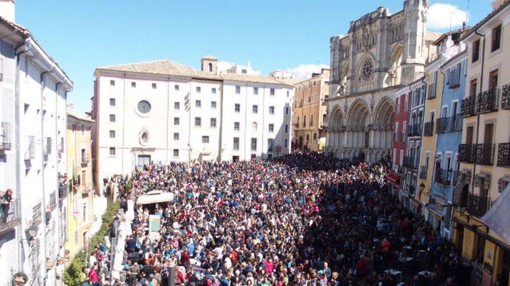 La Guardia Imperial pasea por el casco histórico de Cuenca
