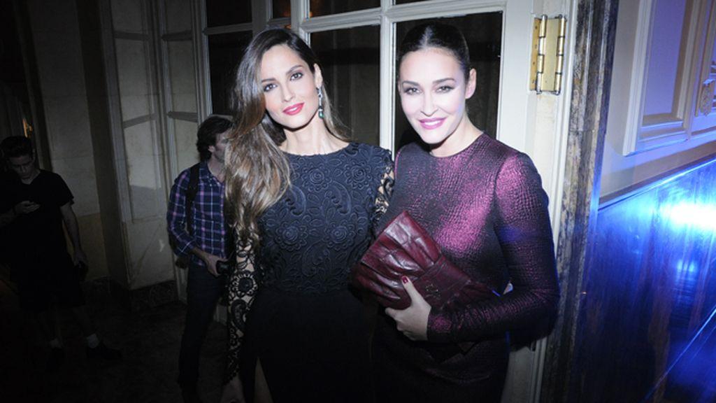 Ariadne Artiles y Vicky Martín Berrocal, ambas vestidas con diseños de la andaluza