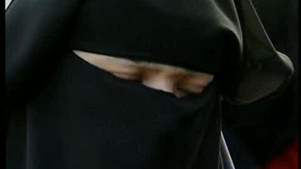 El burka en Francia, ¿Prohibido en los servicios públicos?