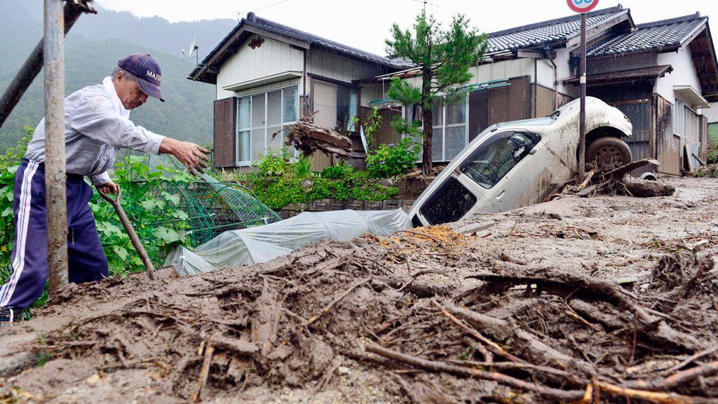 El tifón Neoguri deja tres muertos