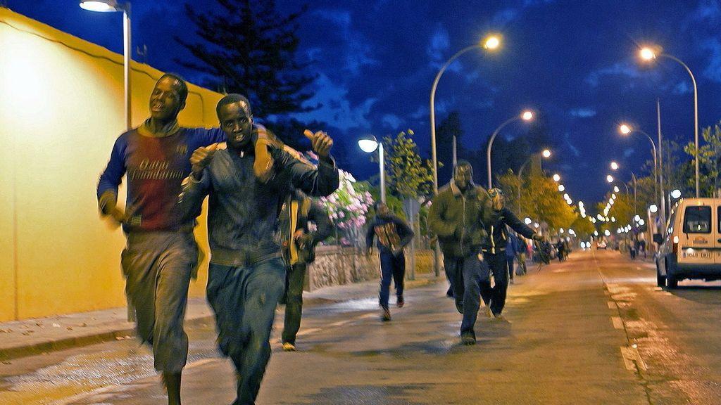 30 inmigrantes logran saltar la valla de Melilla