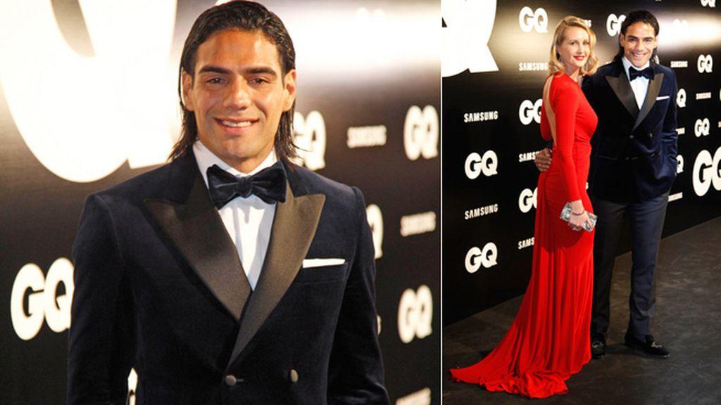 Falcao, que recibió el premio GQ al Mejor deportista del año, pasó del esmoquin y posó junto a su mujer, Lorelei Tarón
