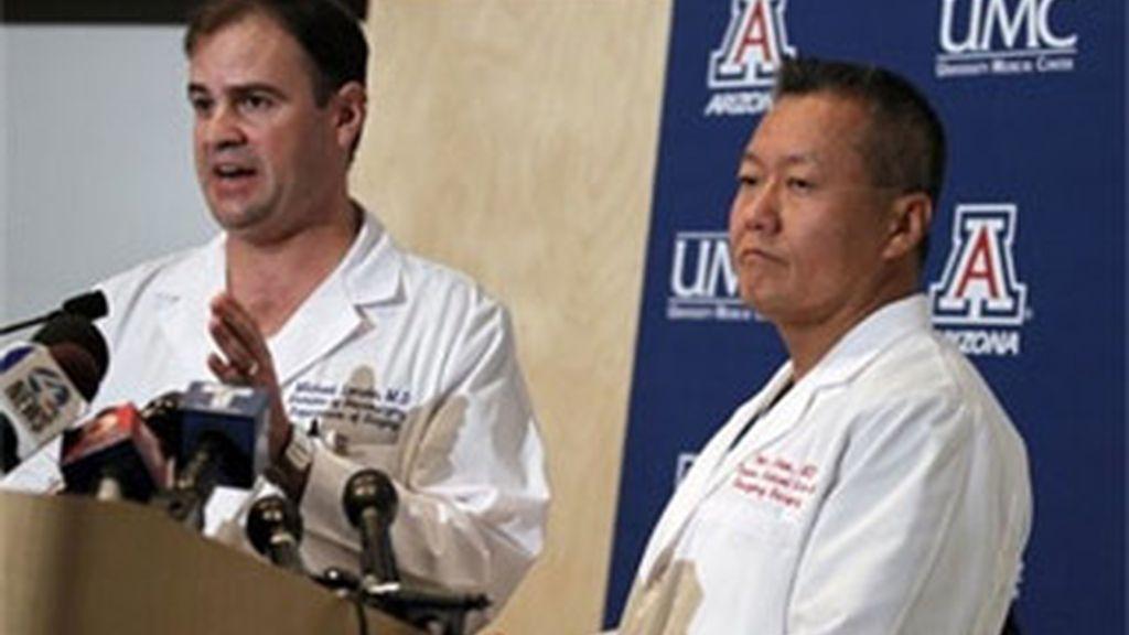 Los médicos no han detallado en qué estado puede quedar la congresista Giffords si sobrevive. Foto: AP