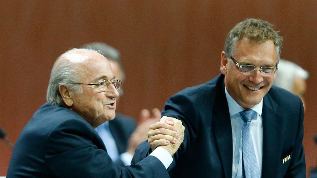 Jerome Valcke, secretario general de la FIFA, con Blatter