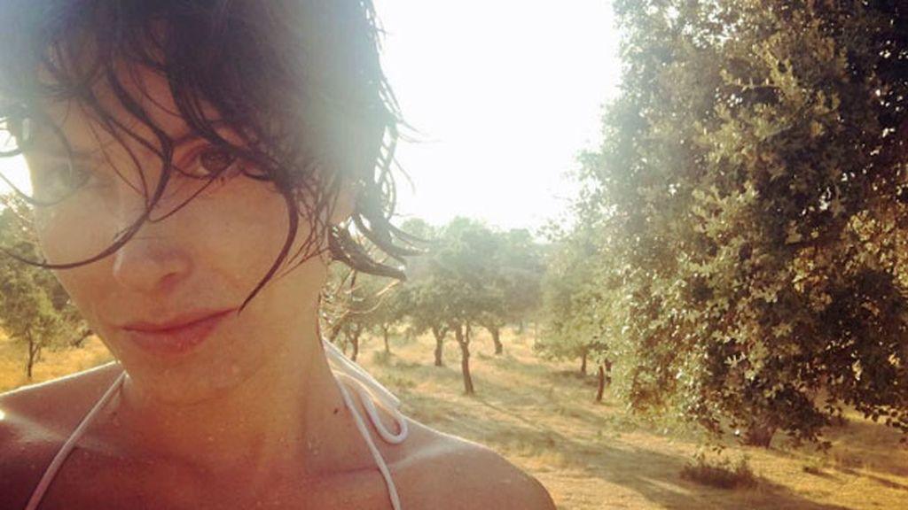 """La actriz Bárbara Lennie, a pleno sol """"entre encinas"""""""